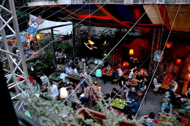 El Ruin bar es uno de los baresmás populares de Budapest y un lugar realmente insólito.