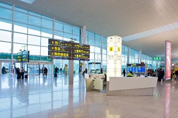 Barcelona, tren lanzadera al aeropuerto en marcha