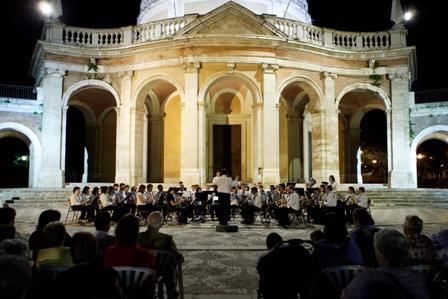 """""""El concierto de Aranjuez"""" del famoso maestro Rodrigo continúa siendo uno de los temas musicales más aplaudidos en todo el mundo, y recuerda perfectamente a los paisajes y riqueza arquitectónica de la ciudad."""