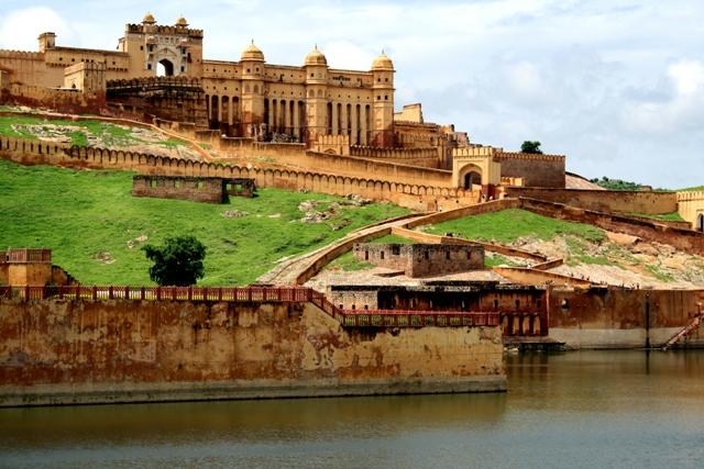 El Fuerte Ambar,de Jaipur, nombre que hace referencia indudable a su color, uno de los hitors del turismo indio.