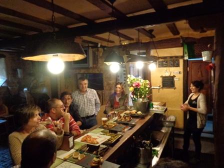 Cualquir bar o taberna en Vitoria ofrecerá al viajero una cuidada selección de pintxos difíciles de olvidar.