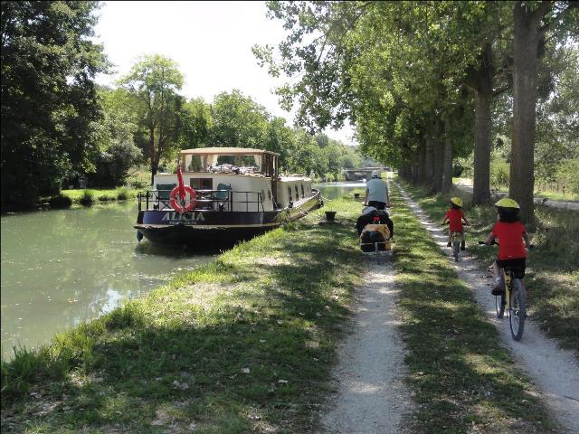 Turismo fluvial a tavés del Canal de Borgoña