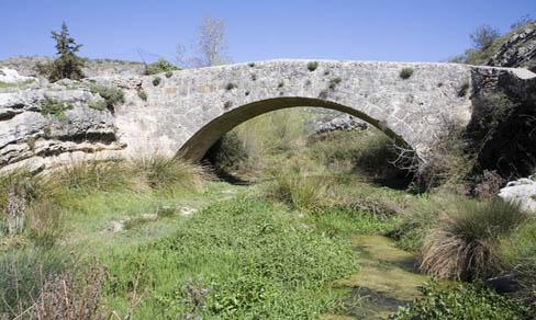 Colomera, calzada y puente romano.