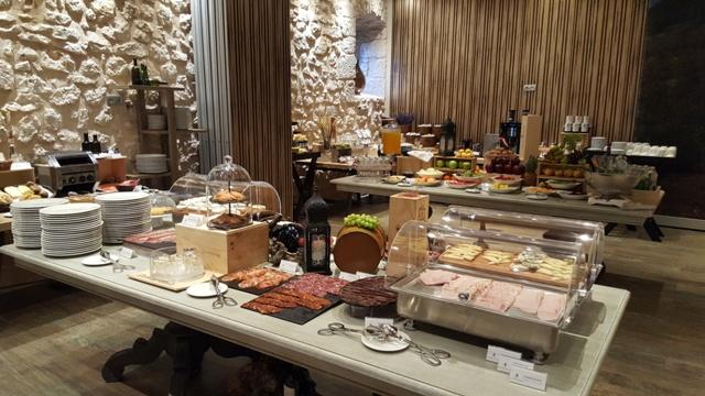 Desayuno bufé en Valbuena