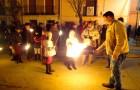 Rito de fuego para arropar a la Virgen de los Pegotes, en Nava del Rey