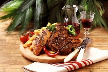 La gastronomía húngara es uno de los atractivos turísticos que más aprecian los visitantes.