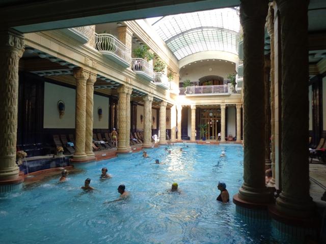 Piscina del Balneario Gellert, sin duda, el más popular de Budapest.