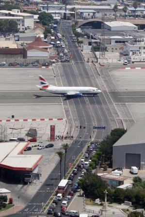 Foto-enigma: ¿Donde está este peculiar aeropuerto?
