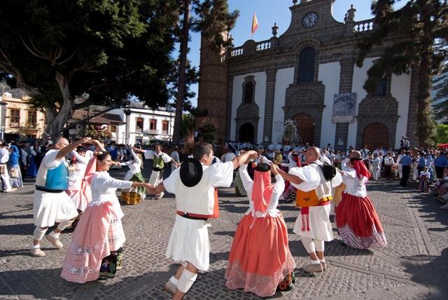 Las fiestas, bailes y tadiciones populares en GRan Canaria cuentan con gran aceptación no solo de los vecinos de la isla sino de los muchísimos forasteros que visitan la zona durante estos días de celebración.