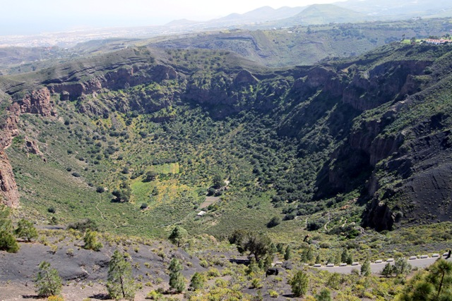 El descubrimiento de un b nker en su s tano cuenta parte for Oficina de turismo gran canaria