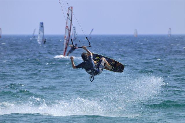 La costa granadina es ideal para la práctica del deporte.