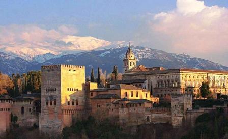 Magnífica vista general de la Alhambra, parada obligatoria de cualquier viajero que llegue a Granada.
