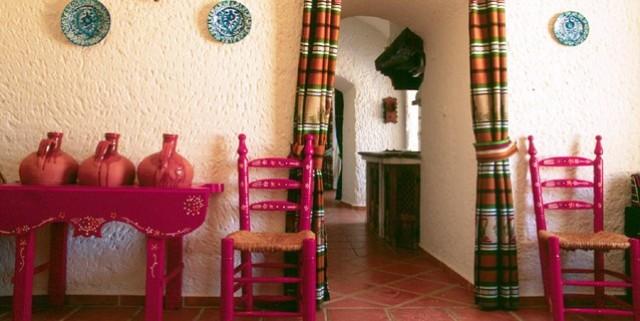 Habitación de una de las famosas casas-cueva de Guadix.