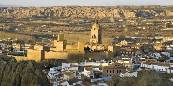 Guadix, la Alcazaba y la Catedral al fondo.