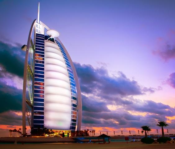 El famoso hotel Burj al Arad, la vela del turismo dubaití.
