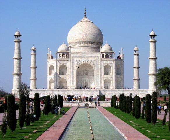 El Taj Mahal deja sin habla a los viajeros. Su espectacularidad sorprende incluso a los más viajados.