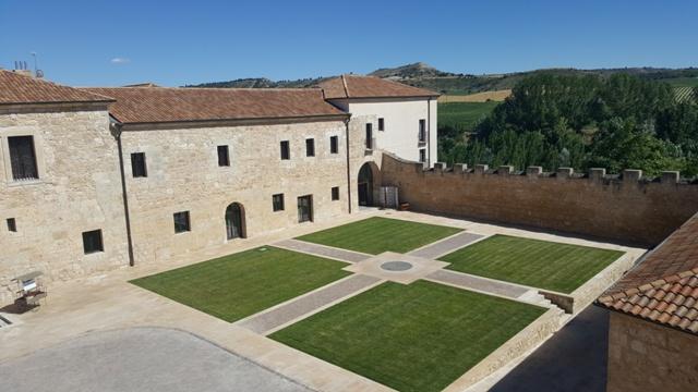 Jardines entrada al Balneario Monasterio de Valbuena
