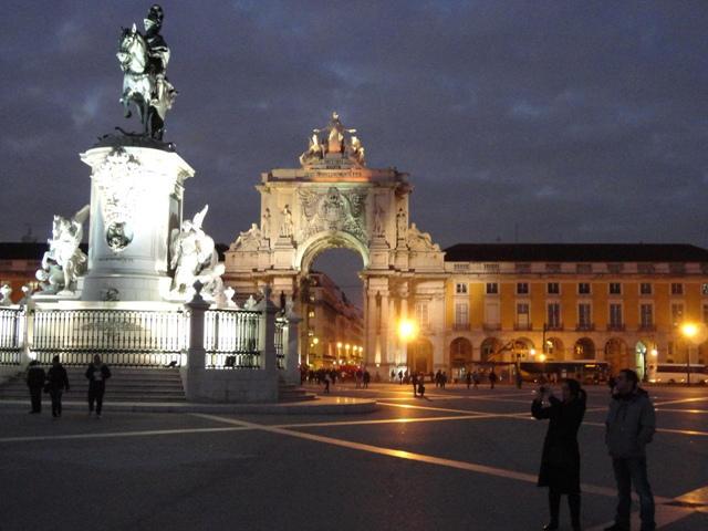 Plaza del comercio de noche