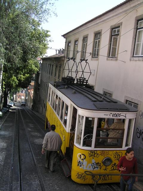 Ybo de los famosos tranvías de Lisboa.