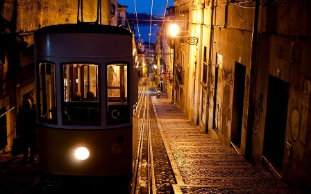 Foto-enigma: Lisboa, funicular de Bica