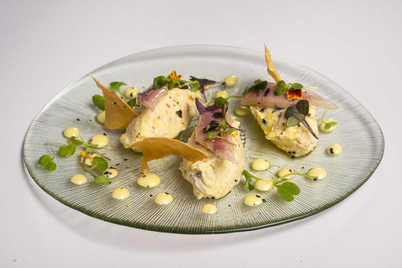 Ensaladilla marinera con anguila y wasabi