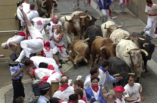 San Fermín, fiesta universal, atrae a decenas de miles de turistas cada año, en busca de la emoción del enciero y la fiesta interminable. (Foto Archivo Turismo Reyno de Navarra. ENDO)