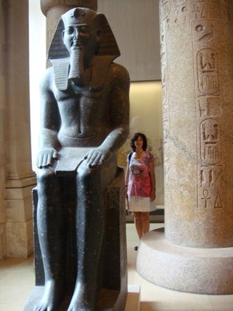 El Museo del Louvre, con su colección de Egipto, y además de otras