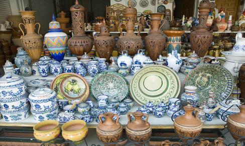 Puesto de cerámica en Purullena.