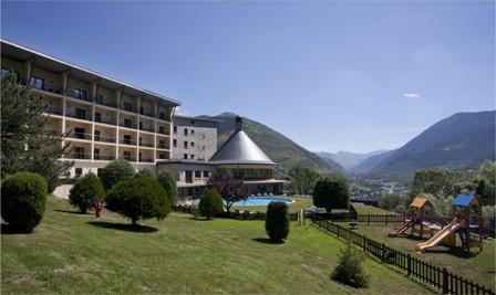 Parador de Vielha (Lleida), entre paisajes verdes y blancos.