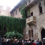 Verona, frente al balcón de Romeo y Julieta