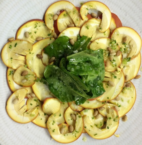 Rooster. Ensalada de amanitas co hojas de acelga y vinagreta de piñones.
