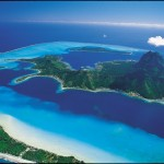 Vista aérea de la isla de Bora Bora, conocida como la Perla del Pacífico.I