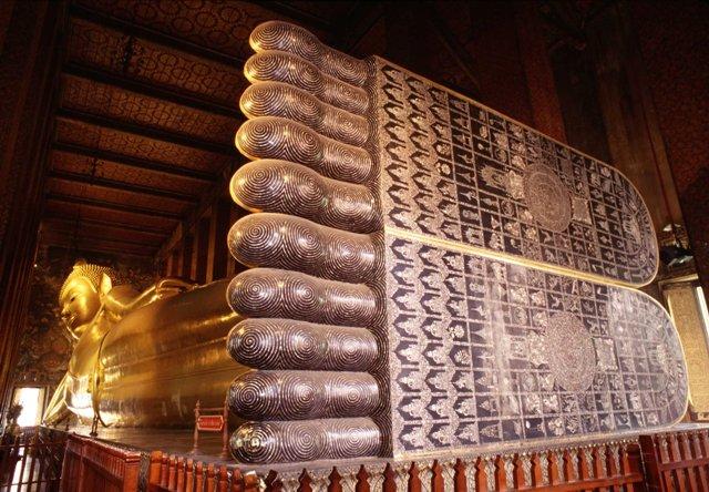 Los monumentos religiosos acompañan al viajero en su visita a Tailandia.