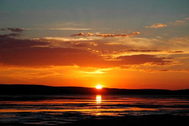Impresionante puesta de sol en las mágicas aguas de la Laguna de Gallocanta.