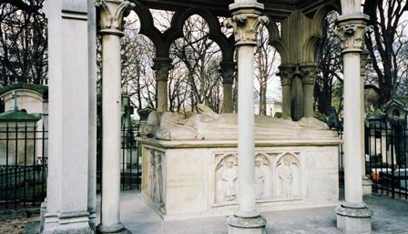 París, cementerio Pere Lachaise, la tumba de Abelardo y Eloísa