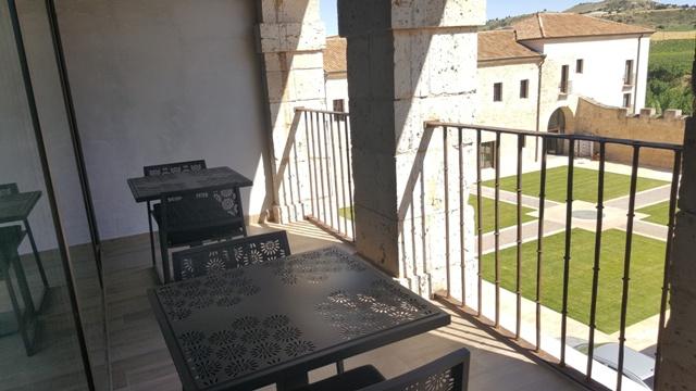 Terraza de una de las habitaciones del Balneario de Valbuena