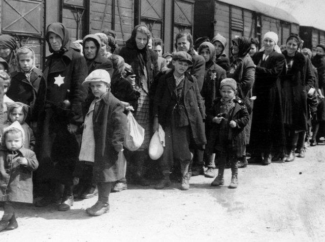 Llegada al campo de exterminio de Auschwitz.