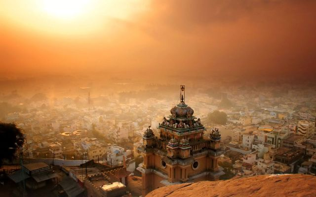 La India mistereiosa se presenta al visitante en cualquier momento del día o la noche.