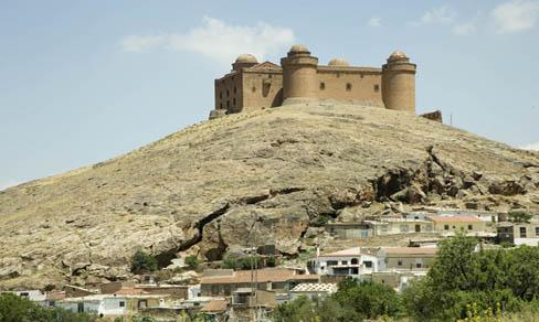 El castillo de La Calahorra lo preside todo.